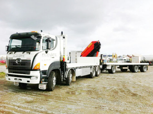 700 Hino 8X4 Flatbed Truck with 14tone Loading Crane and Full Flatbed Trailer for Sale